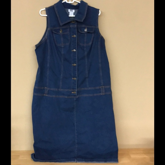 c0d189ee83 Monroe and Main jean dress. M 5b5928301e2d2dc02449a5dc
